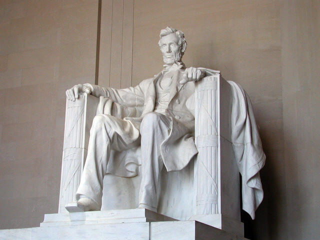the lincoln memorial statue during the day