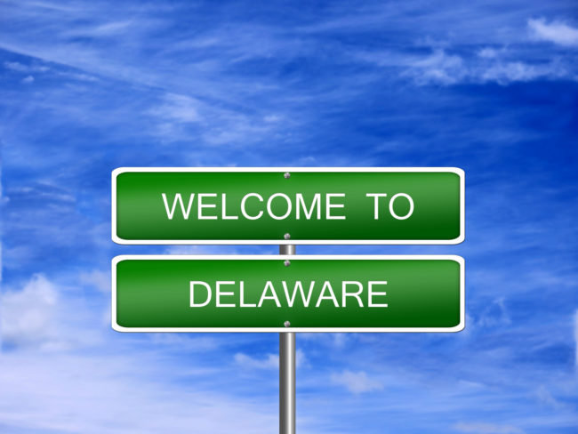 """a green street sign that reads """"welcome to delaware"""""""