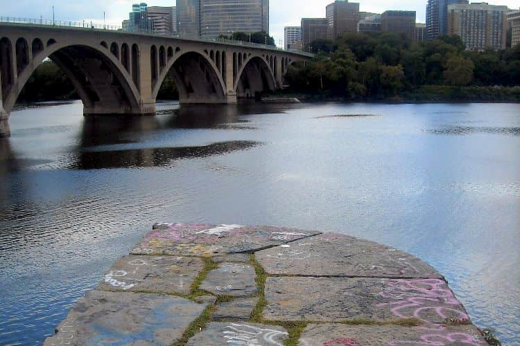 Georgetown graffiti cliffs